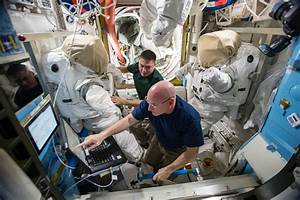 His one-year mission complete, astronaut Scott Kelly ...
