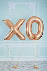 5 cool ways to syle number balloons pretty little party shop for Giant letter balloons