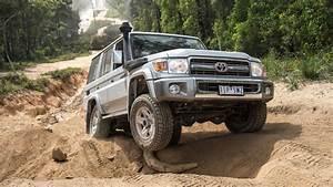 2017 Toyota Landcruiser 70 Series 0 H  U0026 Engine Sound