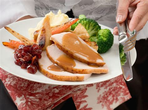 what to cook for thanksgiving dinner how to cook thanksgiving dinner for one or two cooking light