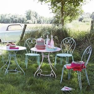 Table Ronde Maison Du Monde : table de jardin ronde verte ou rose maisons du monde pickture ~ Teatrodelosmanantiales.com Idées de Décoration