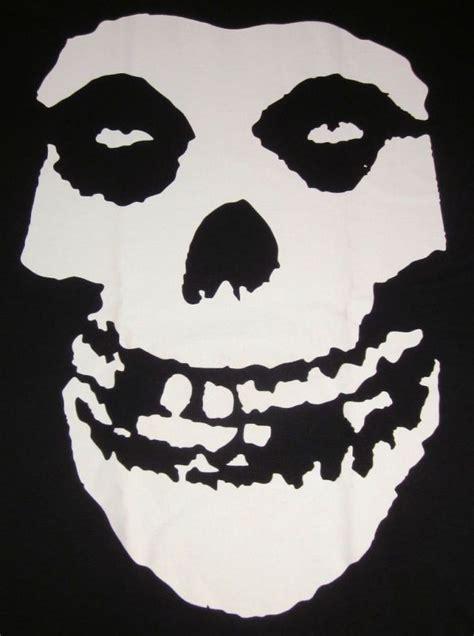 Misfits | Skull magnets, Misfits skull, Skull tshirt