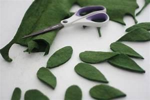 How to Make Felt Mistletoe | how-tos | DIY
