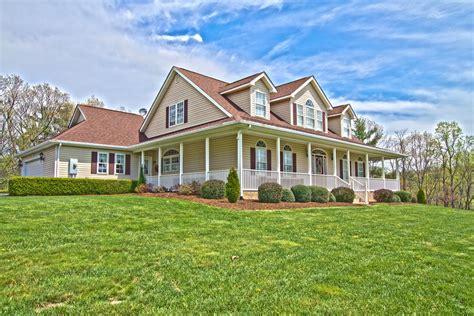 farm houses for sale pilot va farm house for sale perfect for horses 3600 old sourwood road pilot va 24138