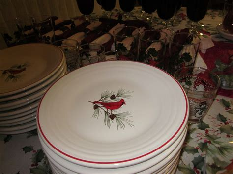tablescapes cardinal christmas