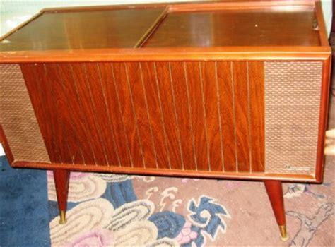 magnavox micromatic record player cabinet mid century modern walnut magnavox micromatic stereo