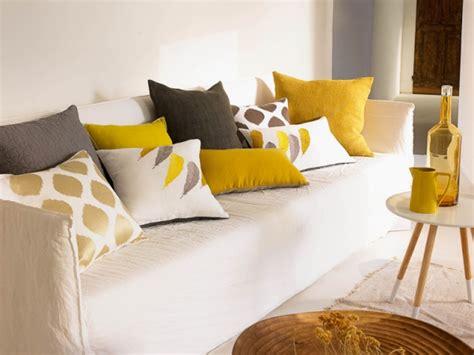 coussin decoration canapé coussin de decoration pour canape maison design bahbe com