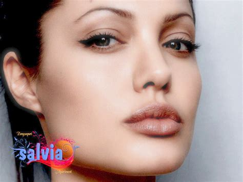 foto de Look At Her Beautiful Face: Is It True That Angelina Jolie