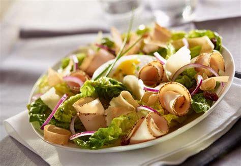 cuisiner le sar salade césar au filet de poulet savoir cuisiner fr