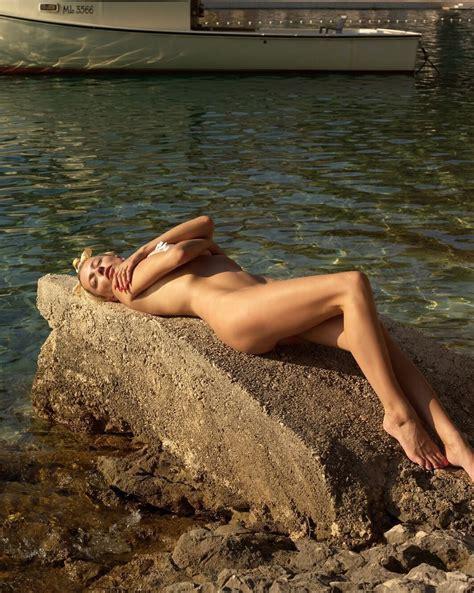 Polina Agureeva  nackt