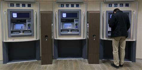 bureau banque postale pirater un distributeur de billets un jeu d 39 enfant