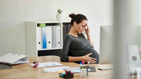 comment assurer enceinte au travail sans craquer magicmaman