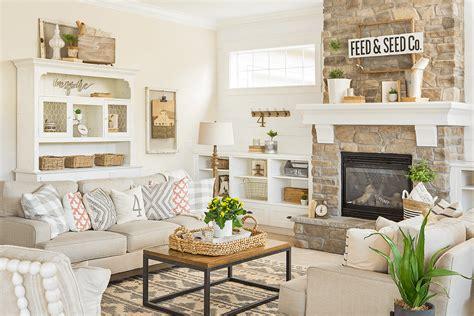 Farmhouse Sofa by 10 Farmhouse Fresh Sofas American Farmhouse Lifestyle