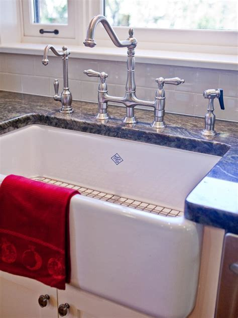 colonial kitchen sink best 25 colonial ideas on