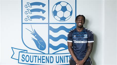 AKINOLA SIGNS! - News - Southend United