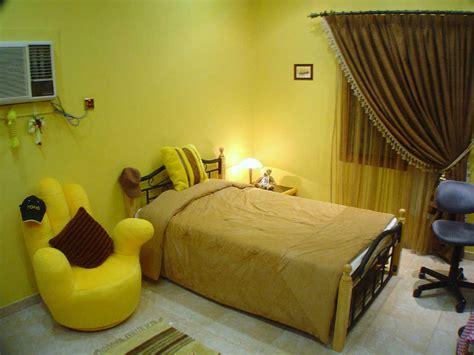 dekorasi kamar tidur warna cat kuning unik  menarik