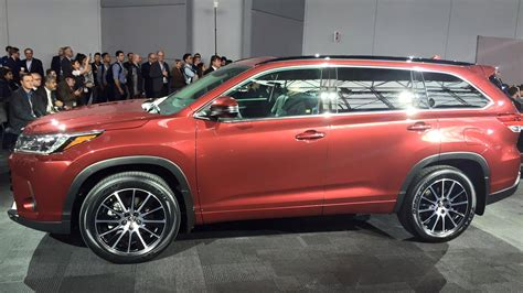 toyota new 2017 2017 toyota highlander debuts in new york the news wheel
