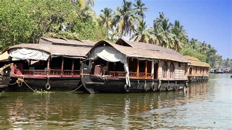 Kerala Boat House Hd Images by India Houseboat On Kerala Backwaters Stock Footage
