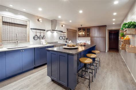 space around a kitchen island kitchen island with stools hgtv 8185