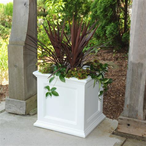 Square Outdoor Planters by Mayne Fairfield 20 In Square White Plastic Planter