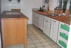 Kuche mit mittelblock mit weiss lackierter front for Küche mittelblock