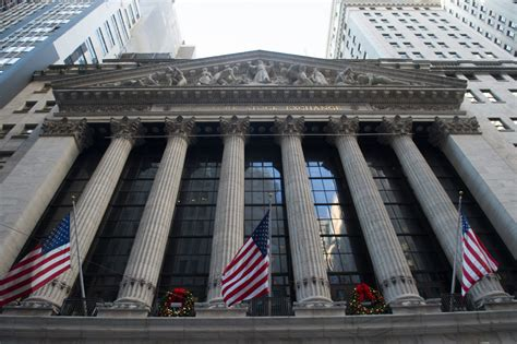 US economy continues to strengthen as joblessness nears 18 ...