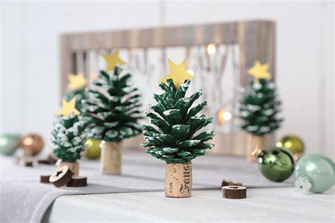 traumfänger basteln aus naturmaterialien weihnachtsbasteln mit naturmaterialien n hblog modage weihnachtliche tannenzapfen anh nger