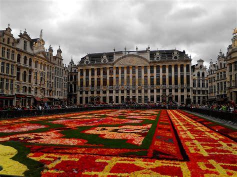 quand bruxelles d 233 roule tapis de fleurs