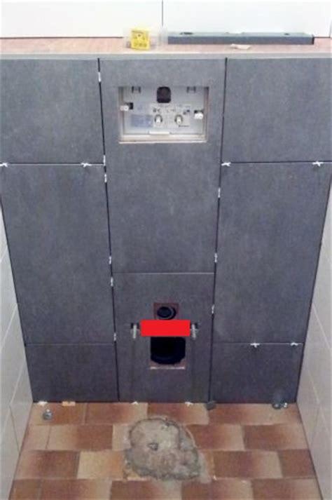 hangend toilet afwerken afvoer zwevend toilet betegelen
