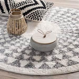 les 25 meilleures idees de la categorie tapis rond sur With attractive couleur tendance deco salon 7 meubles en rotin pour un salon naturel et contemporain