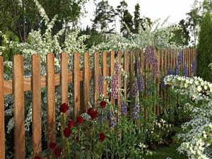 Decorative garden wood fence designs with plant and tree for Decorative garden fence ideas