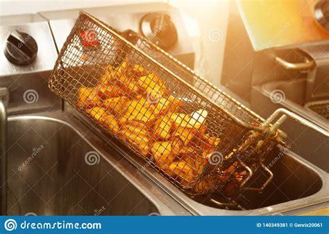deep fried lots fryer potatoes een met fatty unhealthy cholesterol crust cooked butter golden vettig boter gouden gebraden ongezond aardappels