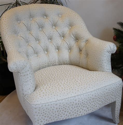 comment recouvrir un fauteuil le capiton tapissier d 233 corateur