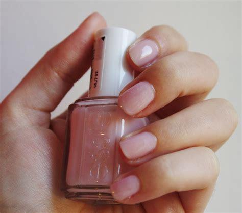 Manucure les avantages et inconvénients des faux ongles Grazia