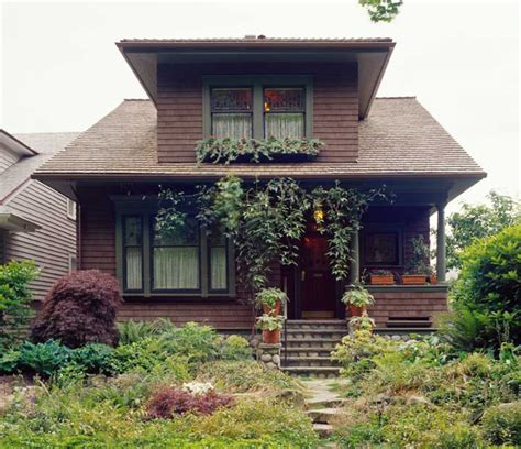 bungalow  eras design   arts crafts house