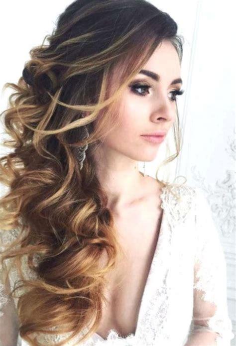 Cheveux bouclu00e9s coiffure mariage