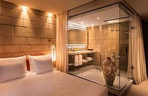 une salle de bains dans un boite en verre With cloison verre salle de bain