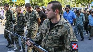 Rebels parade captured soldiers as Kiev marks independence day