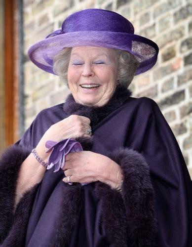 A cosa servono gli aumenti e le diminuzioni ai ferri? Queen Beatrix can't help laughing - News Summary R O Y A L B L O G. N L