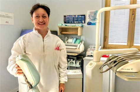 cosa fa un assistente alla poltrona lo staff dello studio dentistico sacripante