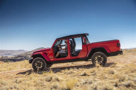 2020 jeep truck 2020 jeep gladiator enters the popular mid size