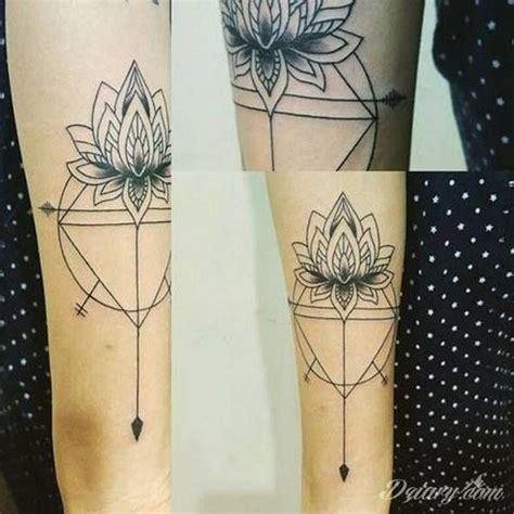 kwiat lotosu znaczenie  symbolika