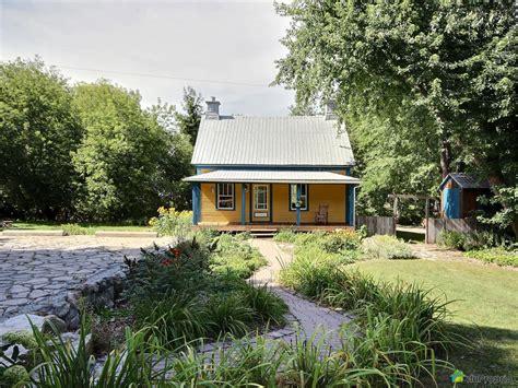 une charmante maison de cagne dans la ville de st ours au qu 233 bec joli joli design