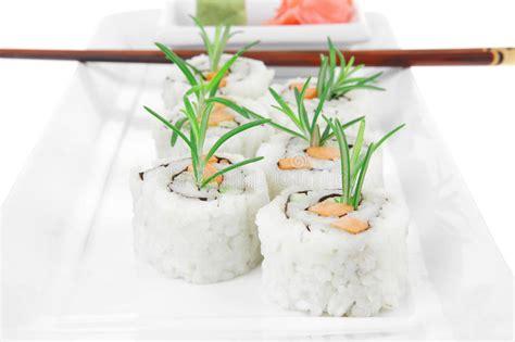 cr駱ine cuisine cuisine japonaise petit de sushi de la californie avec l 39 avocat photographie stock libre de droits image 36710247