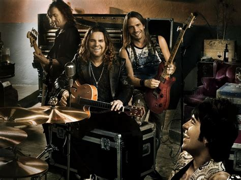 Mexican Music From Maná Fills Arenas Across The Country