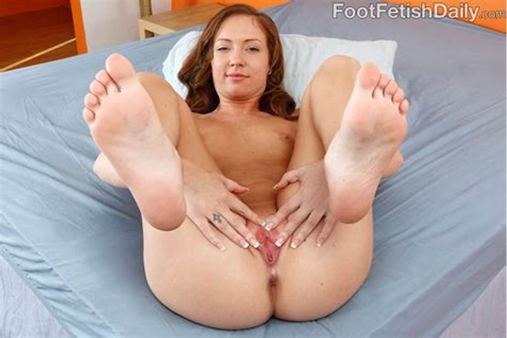#Maddy #O'Reilly #Has #Toes #Sucked #While #Taking #A #Pussy
