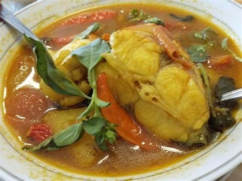 The most hot and spicy south sumatran pindang variant from meranjat village, ogan komering ilir regency, uses iwak salai (smoked fish) made from catfish, patin. cara membuat Ikan Pindang Meranjat