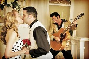 Celebrate your elvis wedding with the king by your side for Elvis wedding chapel las vegas