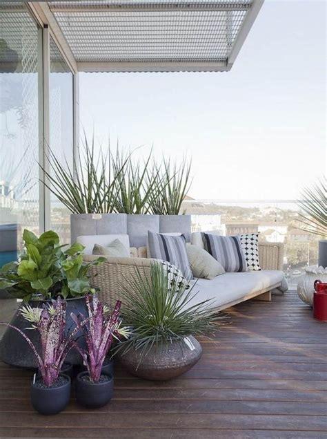 canapé balcon comment aménager balcon idées inspirantes et astuces