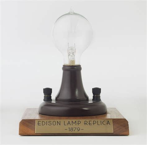 edison invents the incandescent light bulb